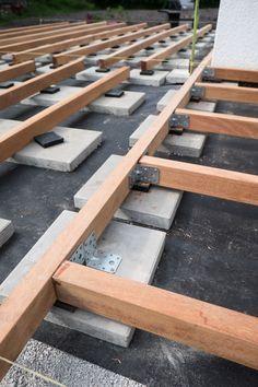 Unterkonstruktionshölzer im rechten Winkel verbunden