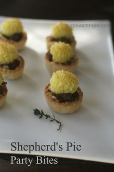 shepherd's pie party bites. Perfect for a St. Patrick's Day party. By Angela Roberts via @spinachtiger.