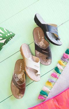 Seville, leather toe-loop sandals   Moshulu