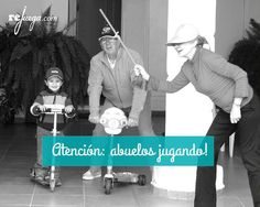 Abuelos jugando Kids And Parenting, Projects To Try, Baseball Cards, Sports, Jokes For Kids, Story Books, Children's Books, Traditional Games, Hs Sports