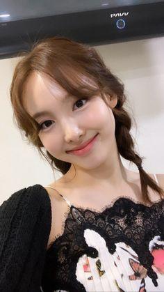 Tweets con contenido multimedia de misa •ᴗ• (@misayeon) / Twitter K Pop, Kpop Girl Groups, Kpop Girls, Asian Woman, Asian Girl, Cool Girl, Cute Girls, Chaeyoung Twice, Nayeon Twice