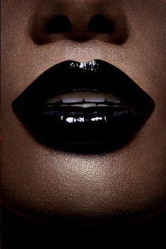 Black lips are amazing Berry Lipstick, Lipstick Art, Black Lipstick, Lip Art, Lipsticks, Cool Skin Tone, Nice Lips, Gothic Makeup, Beautiful Lips