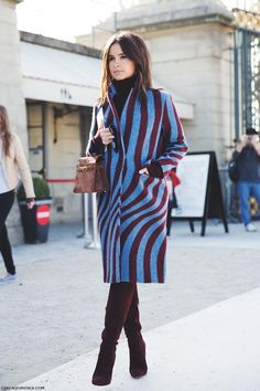 Best coats for fall straight from Paris Fashion Week street style looks. Fall for the camel wrap coat, grey straight, khaki parka and more. Fashion Mode, Look Fashion, Trendy Fashion, Fashion Outfits, Fashion Weeks, Indian Fashion, Fashion Shoes, Miroslava Duma, Fashion Week Paris