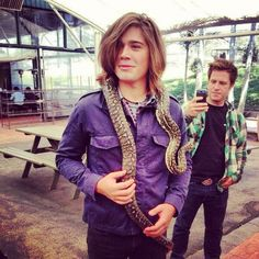 Zac with a snake in Australia  very Cute!!! @hansonmusic What is the name of your accessory zac? hahah