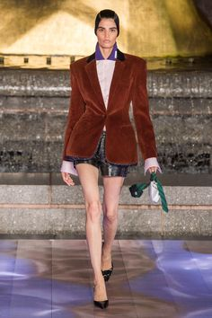 Alexander Wang Spring 2020 Ready-to-Wear Fashion Show - Vogue Alexander Wang, Vogue Paris, Blazers, Runway Fashion, Womens Fashion, Fashion Spring, High Fashion, Autumn Fashion, Best Lingerie