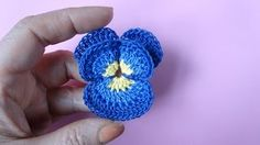 SUPER HÁČKOVÁNÍ VIDEA Crochet Poppy, Fleur Crochet, Crochet Motif, Crochet Doilies, Cute Crochet, Crochet Lace, Knitted Flowers, Crochet Videos, Crochet Crafts
