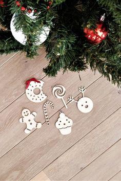 Versier de kerstboom met deze prachtige kersthangers van hout! Decorate the Christmas tree with these beautiful Plexiglas Christmas hangers! #christmas #christmas2020 #2020 #christmasiscoming #xmas #kersthangers #Kerstdeco #Christmasdeco Eigenschappen: Set van 6 houten kersthangers 3 mm dik berkenhout Afmetingen : +/-8-9cm cm Scherp uitgesneden met prachtige contouren door onze lasersnijmachine Christmas Deco, Christmas Ornaments, Hanger, Holiday Decor, Home Decor, Xmas Ornaments, Homemade Home Decor, Christmas Decor, Christmas Jewelry
