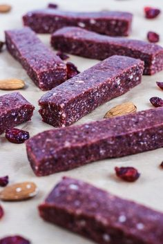 Raw Cranberry and Nut Energy Bars are vegan, gluten-free and sugar-free. Full of protein and bursting with fruity flavour. Raw Cranberry and Nut Energy Bars are vegan, gluten-free and sugar-free. Full of protein and bursting with fruity flavour. Protein Bar Recipes, Protein Snacks, Raw Food Recipes, Gourmet Recipes, Snack Recipes, Healthy Recipes, Diy Protein Bars, Vegan Protein Bars, Protein Energy