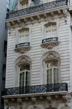 Tiny Balcony, Balcony Design, Amazing Architecture, Architecture Details, Limestone House, Classic House Exterior, Building Front, Neoclassical Architecture, New York City Apartment