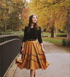 """[Ad/Werbung] Today I want to talk about a wonderful Vintage Shop from Finland - 🧡 """"Dressy"""" is a one-woman business of the… Vintage Inspired Fashion, 1940s Fashion, Classy Outfits, Cute Outfits, Vintage Dresses, Vintage Outfits, Modest Fashion, Fashion Outfits, Shorts Longs"""