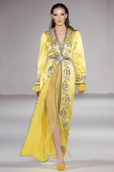See all the Collection photos from Kayat by Laila Aziz Autumn/Winter 2018 Ready-To-Wear now on British Vogue Arabic Dress, Arab Fashion, Moroccan Caftan, Couture Fashion, Fall Winter, Autumn, Ready To Wear, Kimono Top, Fashion Dresses