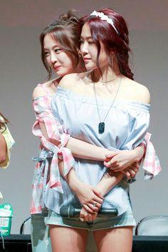 Dasom and Soyou Kpop Girl Groups, Korean Girl Groups, Kpop Girls, Sistar Kpop, Sistar Soyu, Yoon Bora, Queens, Hottest 100, Jennie