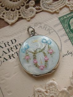 Vintage enamel design locket