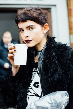 'Baby bangs', the new trend in fringesThe ring of now is daring.The 'Baby bang' or 'minimal fringe', is a straight. Hair Inspo, Hair Inspiration, Baby Bangs, Short Bangs, Corte Y Color, Good Hair Day, Hair Goals, New Hair, Grunge