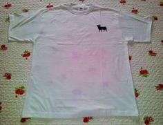 Camiseta pintada #diy #hazlotúmisma #camiseta #pintartela #decorar #niño #laboresenlaluna