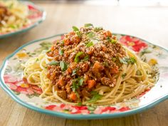 """Slow-Cooker Bolognese (Shipping and Shopping) - """"The Pioneer Woman"""", Ree Drummond on the Food Network. Slow Cooker Recipes, Crockpot Recipes, Cooking Recipes, Crockpot Dishes, Healthy Recipes, Ree Drummond, Italian Dishes, Italian Recipes, Italian Pasta"""