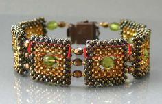 I like the colors together Beaded Bracelet Patterns, Beading Patterns, Beaded Clutch, Handmade Beaded Jewelry, Bead Jewellery, Beads And Wire, Bead Weaving, Bangle Bracelets, Necklaces