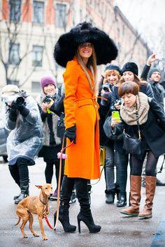 Look de inverno: Casaco colorido - Anna Dello Russo