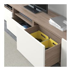 BESTÅ Tv-opbergcombi/vitrinedeuren - grijs gelazuurd walnootpatroon/Selsviken hoogglans/wit helder glas, laderail, druk-en-open - IKEA
