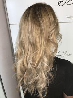 Curls with a blond balayage Long Hair Cuts, Long Hair Styles, Haircuts, Blonde Hair, Curls, Beauty, Haircut Long, Hair Cut Ideas, Shaving Machine