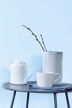 En lys, frisk og svalende blå fagre, som gir et kjølig preg av frost og is. Fargen har et hint av blå. Den virker avslappende og mild. #lys#blå#blue#svalende#kjølig#cold#frost#ice#is#soverom#bedroom#stue#livingroom#gang#hall#maling#painting#inspirasjon#inspiration#fargekart#bad#bathroom#Fargerike#fresh#frisk Tableware, Dinnerware, Tablewares, Dishes, Place Settings