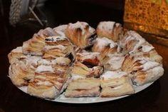 Szilvalekváros hájas sütemény Hungarian Cake, Hungarian Recipes, Hungarian Food, Pastry Recipes, Cookie Recipes, Ring Cake, Bread And Pastries, Sweet And Salty, Cake Cookies