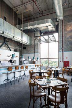 Bráz Trattoria investe em arquitetura sincera. Cozinha de família em ambiente industrial