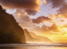Na Pali Coast Kauai, Hawaii Offbeat Trip Ideas sky cloud atmospheric phenomenon sunrise Sunset dawn Coast horizon atmosphere morning Sea shore Ocean wave afterglow evening wind wave dusk sunlight Nature Sun clouds