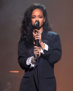 Find images and videos about rihanna and riri on We Heart It - the app to get lost in what you love. Best Of Rihanna, Mode Rihanna, Rihanna Love, Rihanna Riri, Rihanna Style, Rihanna Makeup, Pretty People, Beautiful People, Rihanna Outfits