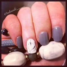 If you ever wondered how to create a gorgeous marble effect on your nails, checkout my new post on the blog! #linkinbio #newpostonblog #nails #manicure #gelnails #marblenails #nailart #stepbystep #gelmanicure #greynails #nailstagram #instanails #artisticnaildesign