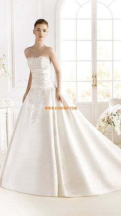 The FashionBrides is the largest online directory dedicated to bridal designers and wedding gowns. Wedding Dress Types, Wedding Dresses 2014, Sweetheart Wedding Dress, Princess Wedding Dresses, Designer Wedding Dresses, Bridal Dresses, Pronovias Wedding Dress, Elegant Wedding Gowns, Bridal Gown Styles