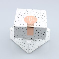 Plat doosje - wit met zwarte bolletjes