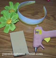 100 Great Ideas for Inexpensive Homemade Gifts Flower Headband Teen Crafts Quick Crafts, Cute Crafts, Teen Crafts, Crafts For Teens To Make, Gifts For Teens, Summer Crafts, Fall Crafts, How To Make Headbands, Bible Crafts