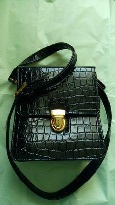 c4b3dc975774 Classically-styled handbag by Essell lovely by MrsOldSchoolShop Vintage  Handbags