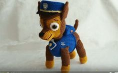 Patrón gratis amigurumi de Chase de la Patrulla Canina Crochet Animals, Crochet Toys, Free Crochet, Rubble Paw Patrol, Patron Crochet, Bear Doll, Hobbies And Crafts, Yarn Crafts, Free Pattern