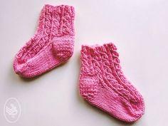 Knit Baby Shoes, Baby Socks, Baby Knitting Patterns, Knitting Socks, Free Knitting, Crochet Baby, Knit Crochet, Cool Baby Stuff, Free Pattern