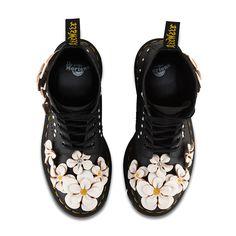 ドクターマーチン、花のアップリケをデザインした新作ブーツ&シューズ - ツアーTシャツも 画像2