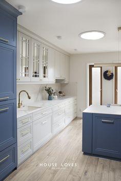 Projekt NAVY - granatowa, elegancka kuchnia w klasycznym stylu Kitchen Room Design, Boho Kitchen, Kitchen Cabinet Design, Modern Kitchen Design, Home Decor Kitchen, Interior Design Kitchen, Home Kitchens, House Architecture Styles, Architecture Design