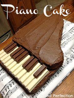 Kit Kat Piano Cake!! I AM SOOOO MAKING THIS!!!!!!!.... 2 of favorite things!!! Piano and kit kat!!!