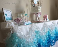 I like the table decor. You could make something like that with links of color paper.