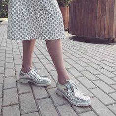Наши супер космические #броги из зеркальной кожи ручной работы!😍😍😍 все размеры в наличии! 37,38,39,40! Цена 9990руб! Всего по одной паре,разбирайте))) #hshoesmsk #hshoes #highshoes #highshoesmsk #fashion #fashionrussia #streetstyle #style #msk #дизайнерскаяобувь #обувьмосква #обувьназаказ #русскиедизайнеры #ручнаяработа #носирусское #ботинки #серебряныеброги #серебрянаяобувь #обувьручнойработы #девочкитакиедевочки #обувьмосква #Питер #распродажа