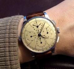 TimeZone : Vintage Watches » Universal Geneve