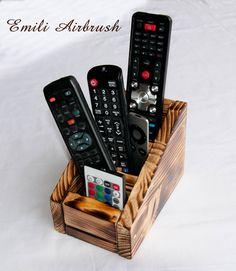 Flaschenöffner & -korken - Fernbedienungshalter - Tischorganizer aus Holz - ein Designerstück von Emili-Kunst-Airbrush bei DaWanda