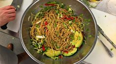 Chilled Noodle Salad with Ginger Wasabi Dressing Best Salad Recipes, Entree Recipes, Vegetarian Recipes, Healthy Recipes, Healthy Dinner Options, Superfood Salad, Easy Family Dinners, Most Delicious Recipe, Noodle Salad