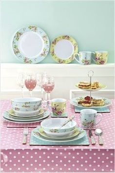 Ditsy rose dinner service