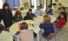 El Ministerio de Educación gestiona la ampliación de ofertas de formación para los docentes http://www.ambitosur.com.ar/el-ministerio-de-educacion-gestiona-la-ampliacion-de-ofertas-de-formacion-para-los-docentes/ A través de acuerdos con las universidades del Chubut y la Nacional de Rosario, el organismo avanza en la conformación de propuestas para brindar más herramientas pedagógicas a profesionales que se desempeñan en el ámbito docente y, al mismo tiempo, ofrecer a