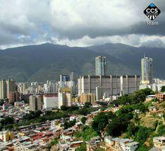 Caracas Caracas yo te canto noche y día para que en mejores tiempos te perfume la alegría. Hoy nuestra ciudad cumple 449 años el Ávila resplandeciente se llena de orgullo las Torres Gemelas de Parque Central se visten de gala para celebrarlo por la puerta grande. Deseo que tus tristezas se conviertan en rayos de sol que iluminen a tu pueblo y en arcoíris cargados de esperanzas e ilusiones. Y tú que le deseas? @marianaj19 <<CARACAS 449 AÑOS>> en Caracas Entre Calles…