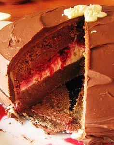 Čokoládová torta s malinami a marcipánom