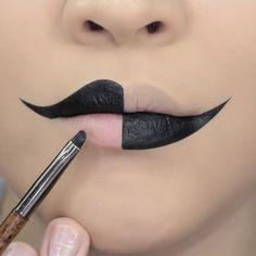 Harlequin Halloween lip make up Maquillage Halloween Clown, Halloween Makeup Clown, Mime Makeup, Edgy Makeup, Crazy Makeup, Makeup Art, Makeup Ideas, Scarecrow Makeup, Amazing Halloween Makeup