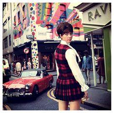 John Steed — Linda Thorson as Tara King in the Avengers Spy Shows, Uk Tv Shows, Avengers Girl, New Avengers, 60s Mod Fashion, Tara King, Avengers Images, Joanna Lumley, Mod Look
